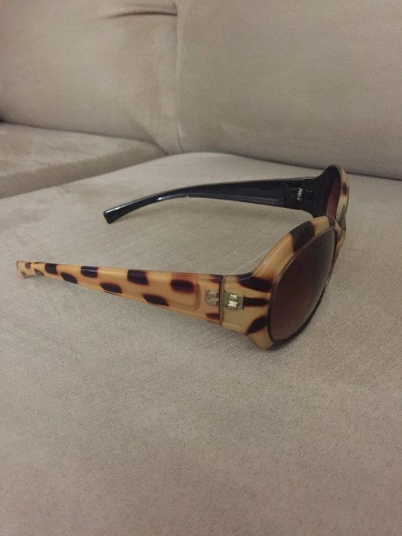 vintage 1960's style Tortoiseshell sunglasses - image 2