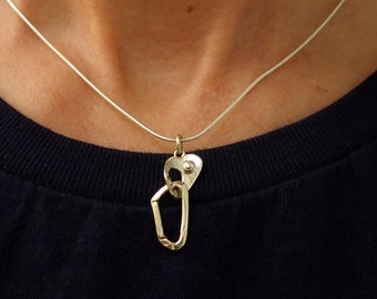 Collar wafer and carabiner mounted on a silver chain, silver charm 925, jewelry heart climbing