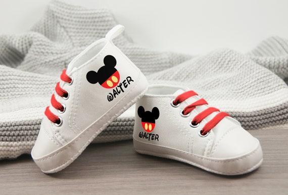 Mickey Mouse nouveau-né chaussures, personnaliser cadeau de bébé, bébé garçon, chaussures bébé, premier cadeau d'anniversaire, cadeau d'anniversaire de bébé, anniversaire de Mickey Mouse