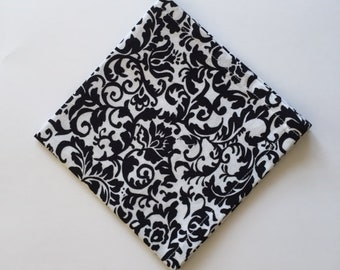 Fabric Napkin (set of 4)  Black and White 12 x 12 Floral Pattern Modern Design Cloth Napkin  Set of 4
