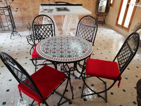 Tavolo da giardino in ferro e mattoni fatto a mano Con sedie