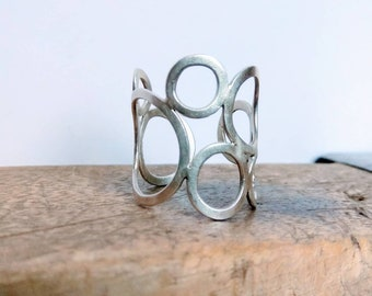 Wide silver ring with circles, adjustable.