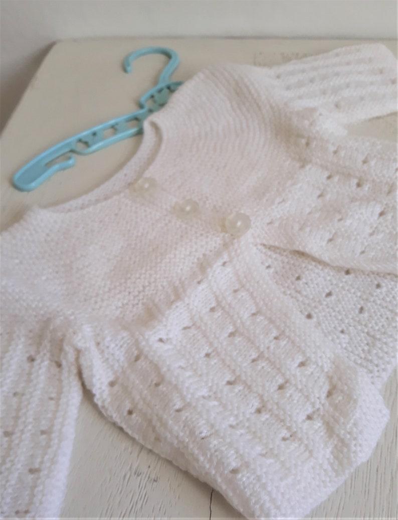 Veste  Cardigan  Brassi\u00e8re  Gilet en laine b\u00e9b\u00e9 6 Mois  Coloris Blanc  Vintage 1960