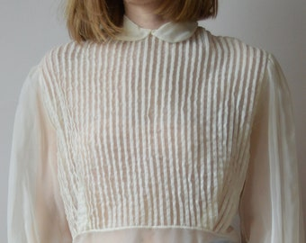 1960's 1970's Peter Pan Collar Off-white Blouse