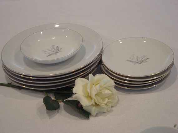 & Vintage Kayson Fine China Golden Rhapsody Used Dinnerware Set