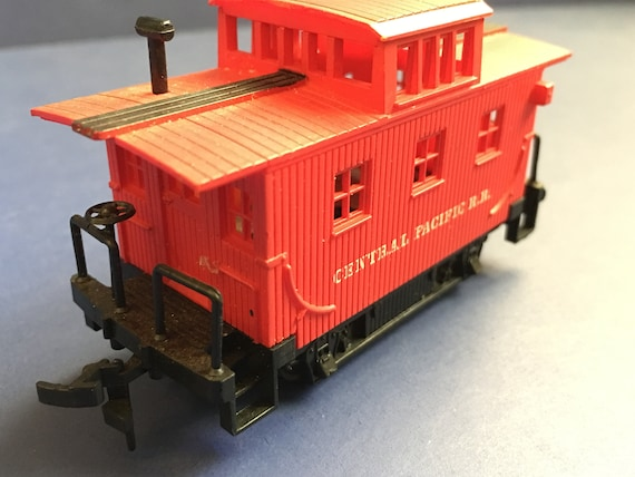 Vintage Bachmann Red Caboose HO Scale Train Central Pacific Railroaded RR