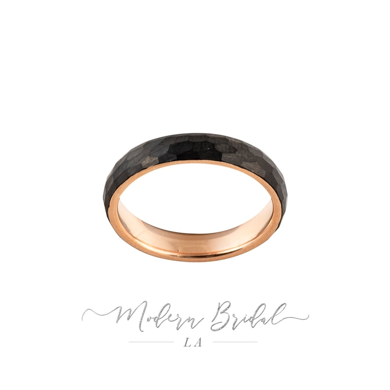 Rose Gold Comfort Fit Ring 4mm Hammered Tungsten Carbide Unisex Band Women/'s Wedding Mens Ring Brushed Black with Rose Gold* Interior