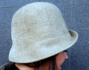 Vintage anni 60 Depilata Angora lana Cloche Cappello     Cloche cappello      1960     lana d Angora rasato     crema Retro Cloche cappello     20s  stile     b94489e4317d