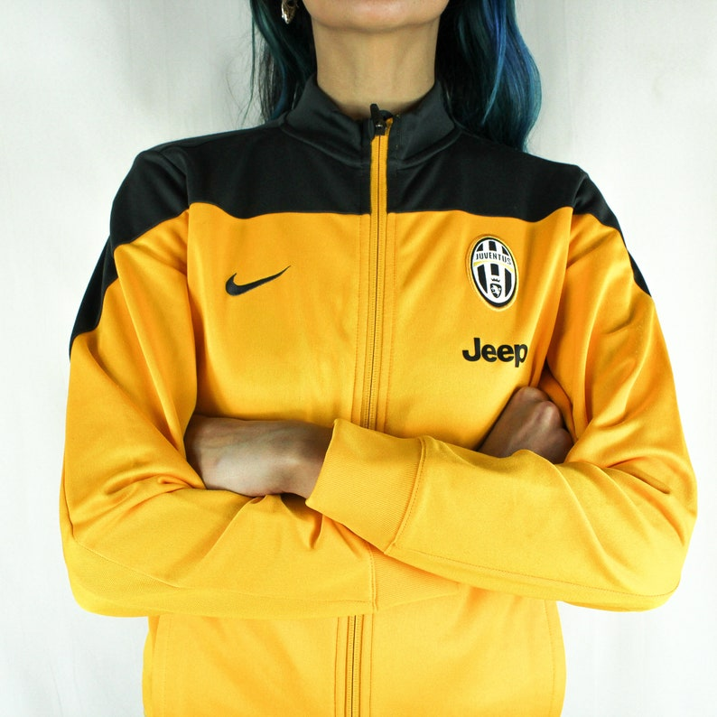 3e4a3987cb JUVENTUS Official Presentation NIKE Tracksuit Jacket // 2013-2014 // Old  Juventus Badge // Size S //Yellow Black //Like New