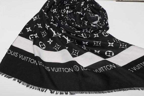 Noir Louis Vuitton inspiré foulard fait à la main Louis   Etsy c4ebbc8f556