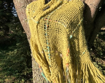 100% Alpaca hand woven shawl with fringe. Very soft and warm. FREE SHIPPING