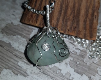 Wire wrapped Jade pendant. Homemade Support Stone