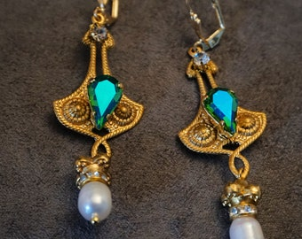 Earrings with natural pearls and glass