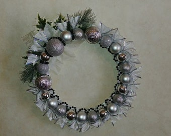 "14"" White and Black Christmas Wreath"