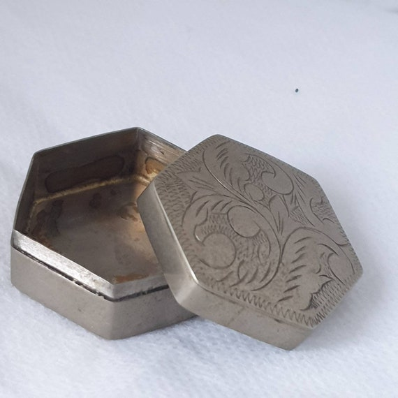 Vintage Used Small 1193 White Metal Fabric Lined Trinket Box Jewelry Case Old