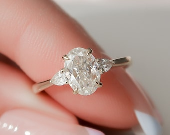 1 CT Oval Engagement Ring, Three Stone Moissanite Engagement Ring