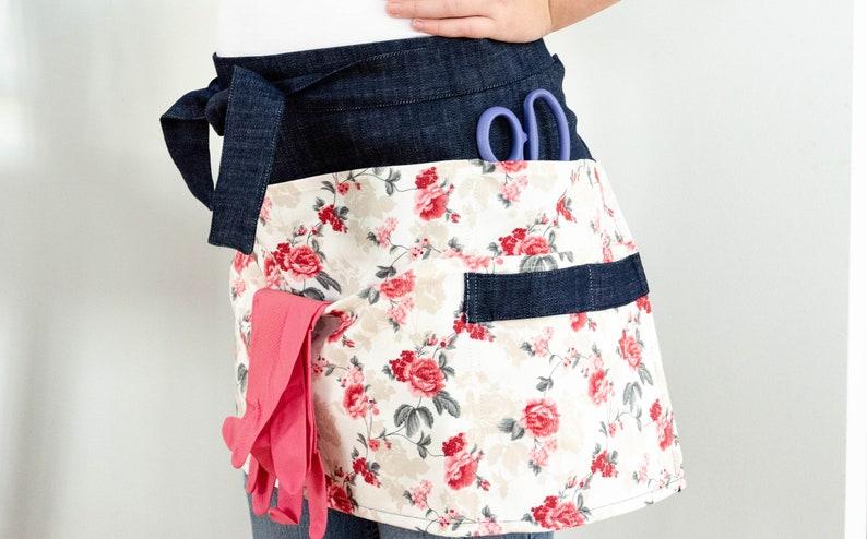 Roses Garden apron florist apron botanist apron multi pocket gardener/'s gardening apron work apron half apron floral apron