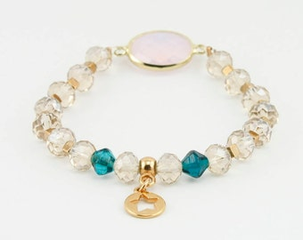 Chic bracelet made of glass beads