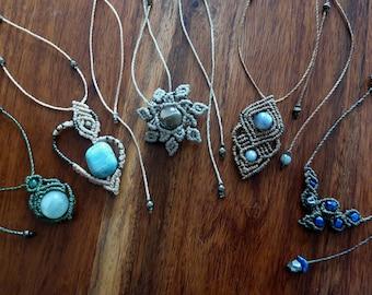 Mini pendants macrame - rhyolite - jade - labradorite - lapis lazuli - pyrite - amazonite