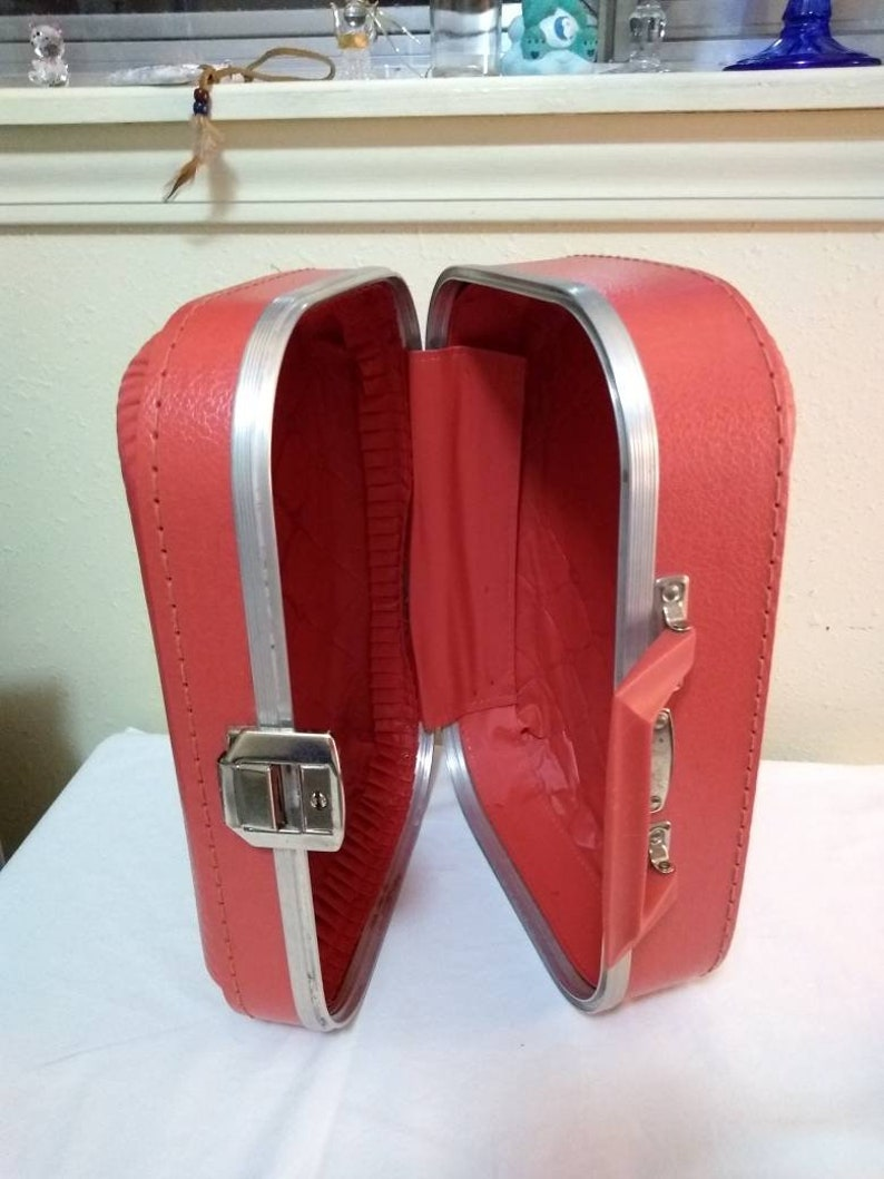 kid\u2019s suitcase Grandma\u2019s 1980\u2019s something 80\u2019s kid Vintage Red Child\u2019s \u2018Going to Grandma\u2019s house\u2019 Suitcase nostalgic lost in the 80\u2019s