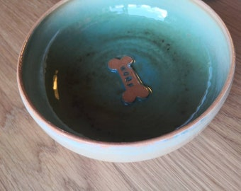 """Dog apf """"woof"""" gr L, green, hand-turned on the potter's wheel. Ceramics lovingly crafted by hand."""