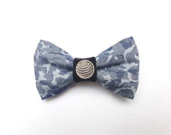 Modern men's fly in camouflage optics in jeans colours, refined with a beautiful golden button-pre-bound-size adjustable