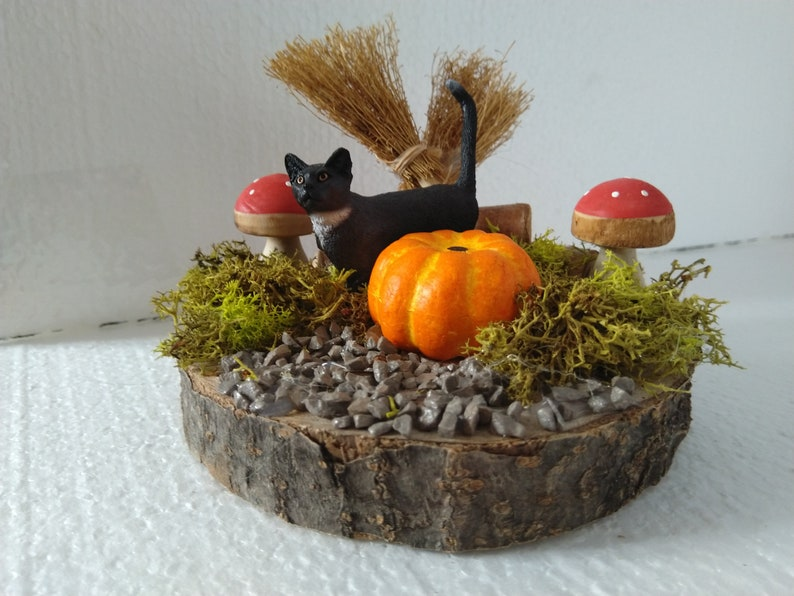 Autumn decoration Lucky the Halloween cat as a image 0