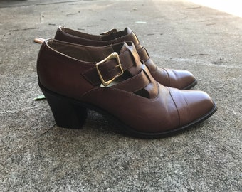 Vintage WILD PAIR 90s brown leather gold buckle Mary Jane heels 8.5B