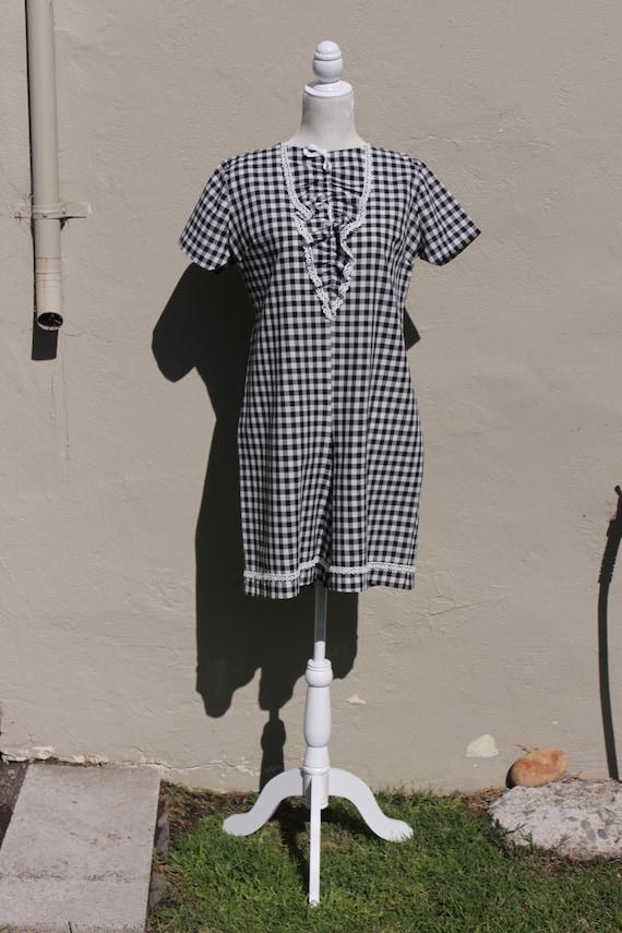 "Vintage Clothing. Vintage ""Levoy's"" Black and Whit"