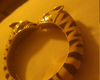 Enameled. Clamper zebra bracelet