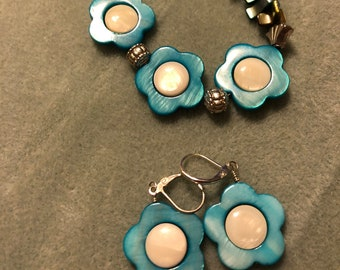 Mother of Pearl Flower earrings and multicolored Flower Mother of Pearl Bracelet