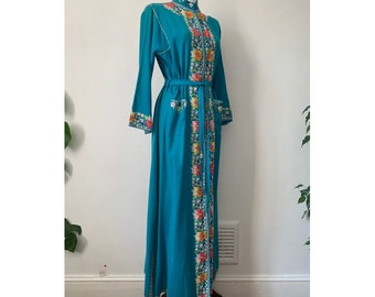 Vintage 1970s Chain Stitch Floral Border Embroidered Lightweight Wool Belted Robe/ Coat/ Gown / Dressing Gown/ Kaftan - Turquoise, size S-M