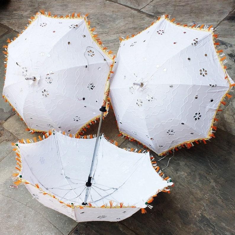 50 Pcs White Indian Wedding Party Decorations Umbrellas Designer Embroidered Vintage Parasols Mirror Work Sun Protective Cotton Light Shades
