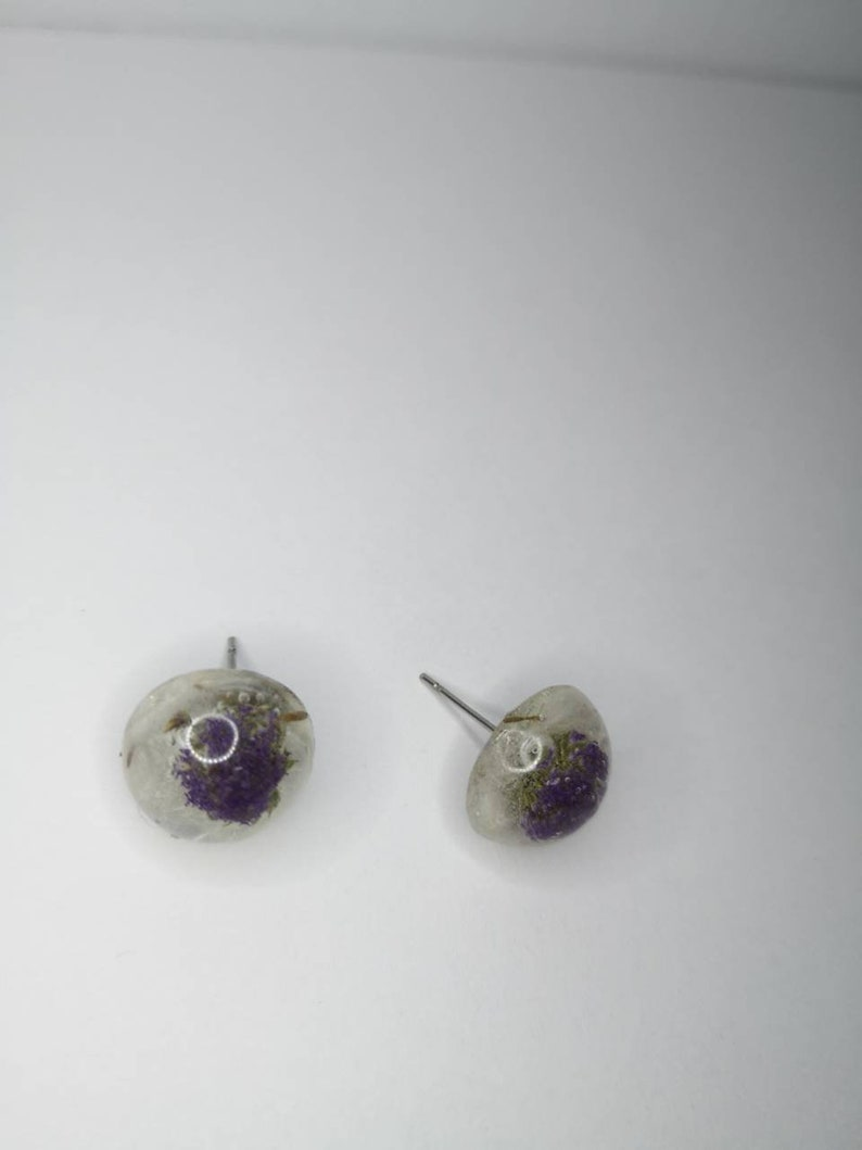 White dandelion earrings and mauve flower made in Quebec