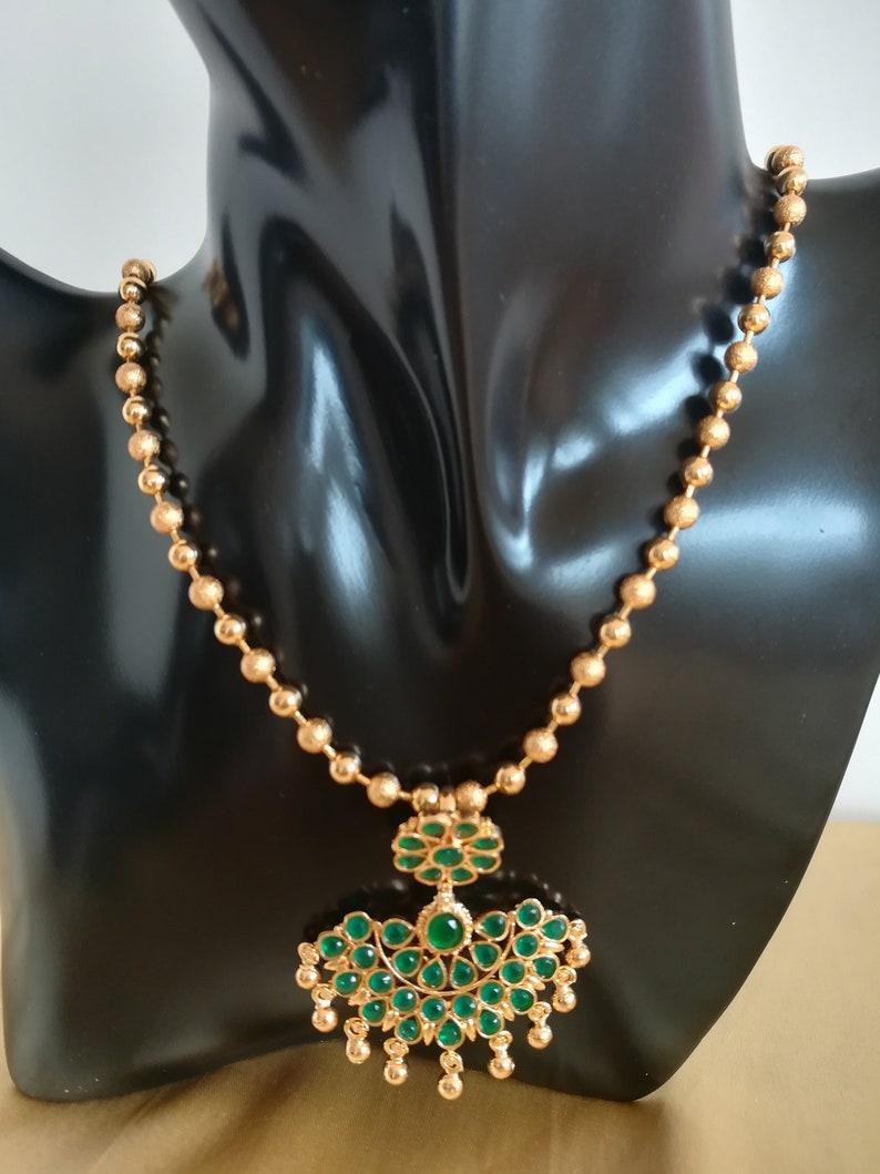 640414c37 Bijoux indiens femmes Pendentif plaqué or Antique perles collier cadeau  bijoux traditionnel de la chaîne verte ensemble indépendant