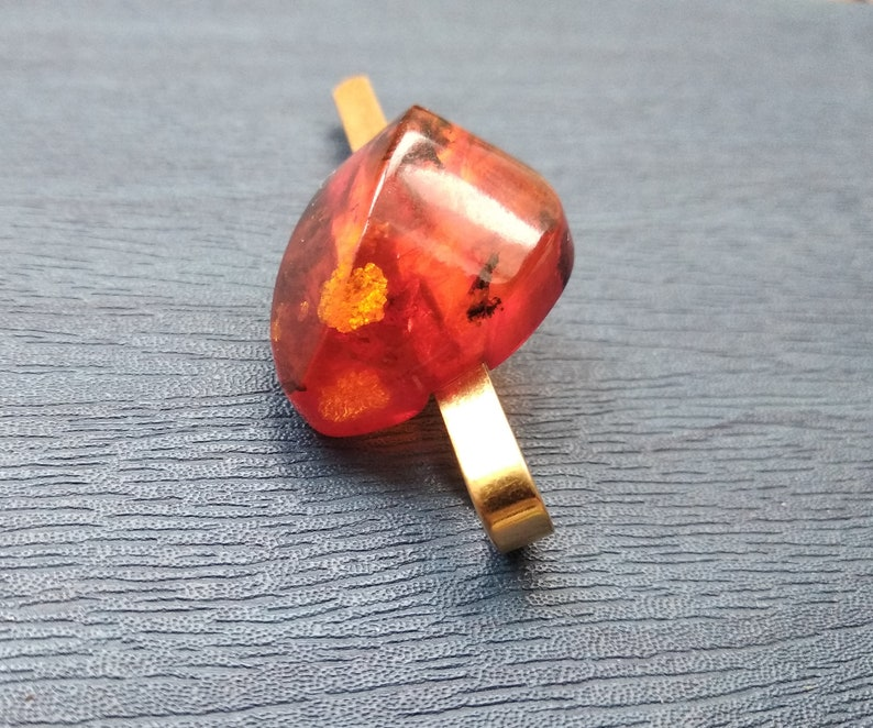 Amber clip for a tie The magnificent stone from amber will underline your style!