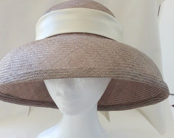 Taupe straw brimmed hat