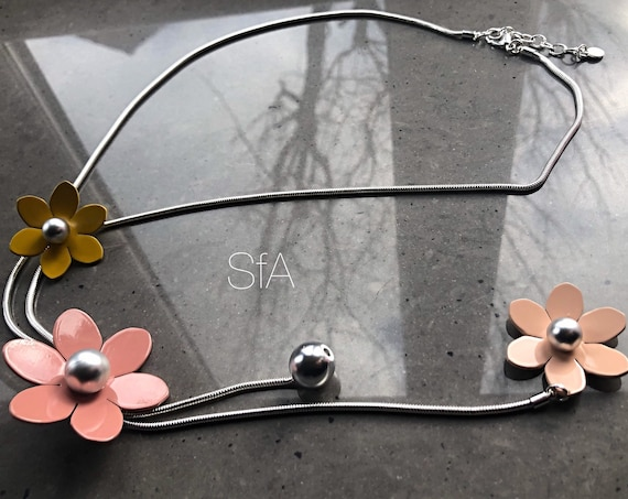Long chain necklace, with pastel metal flowers, retro feel, long length. With snake chain.