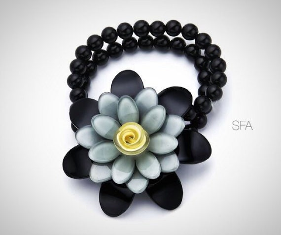 Theda glass beaded, acrylic flower bracelet, on elastic, in violet and purple and black and grey