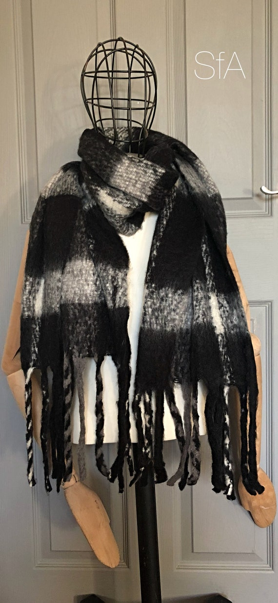 Unisex panel blanket scarf, super soft, perfect present. In black, grey and winter white plaid. Fabulous long tassels.
