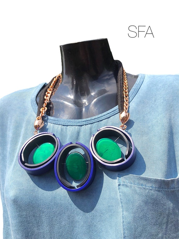 Wow, statement necklace with acrylic spinning discs, with rope and chain threads.