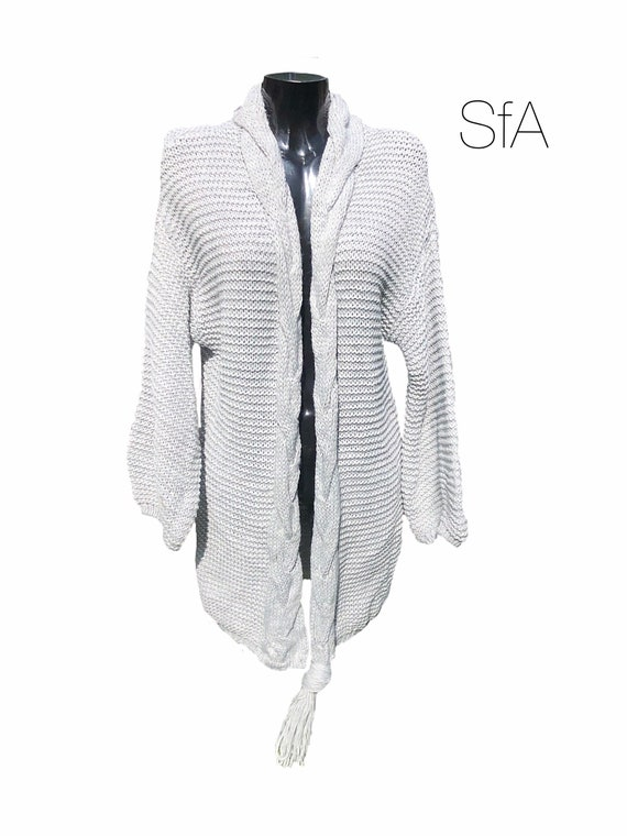 Long Chunky knit cardigan with hood and single tassel. Size 8, 10, 12, 14, 16. Size XLarge