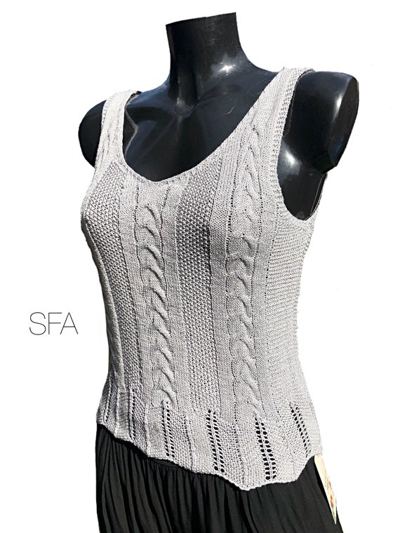Shinny vest, tank top, in 4 different colours, with cable knit. Fabulous top. Size XL