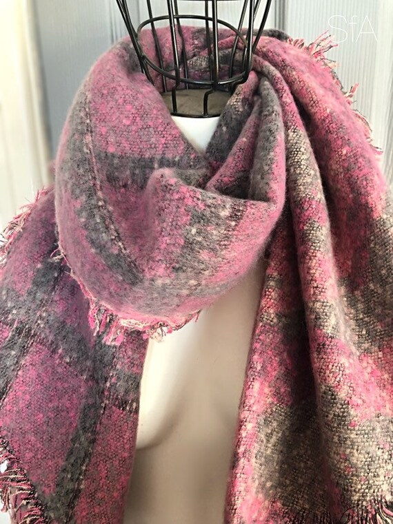 Fabulous panel blanket scarf, super soft, perfect present. In pink and grey, pointed ends.