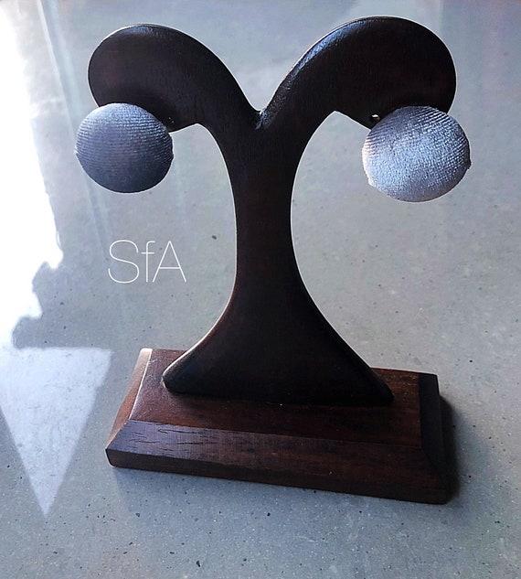 Lagenlook Velvet stud dome earrings, in grey.