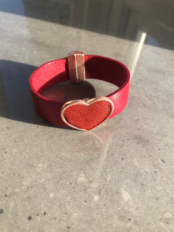 The Ada red or dark blue leather embossed heart bracelet. With magnetic fastener.
