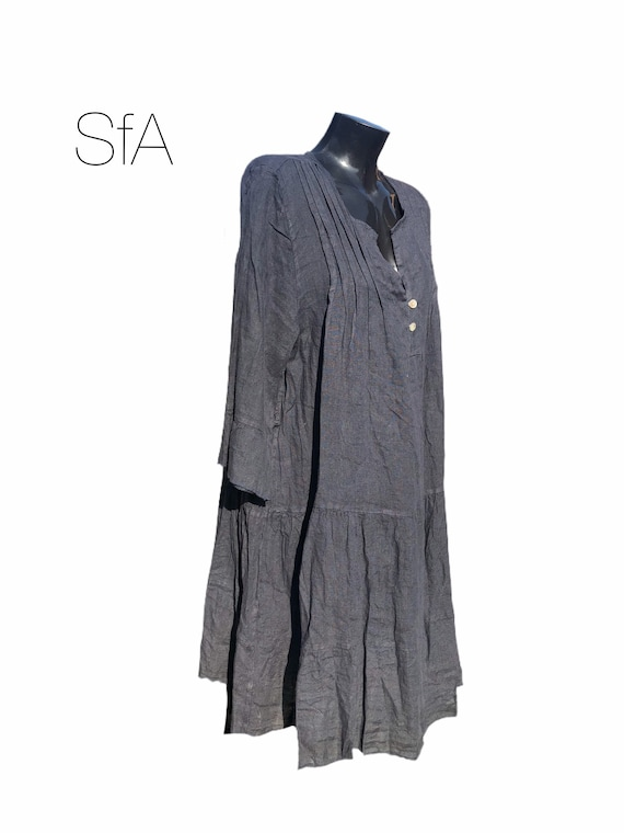 Lagenlook quirky linen tunic or dress, with frill collar and hem and pleated front. Size 4XL