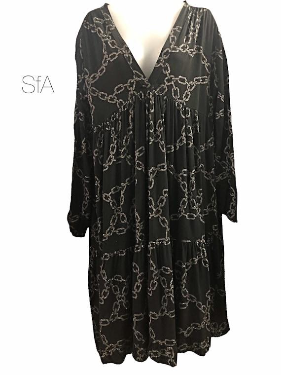 Chain dress with glitter chain design, in heavy 100% viscose. In 4 colours.
