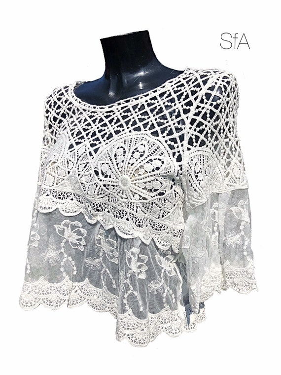 Lagenlook Lace and mesh top, in 3 different colours. Size 10, 12, 14, 16. Size XL