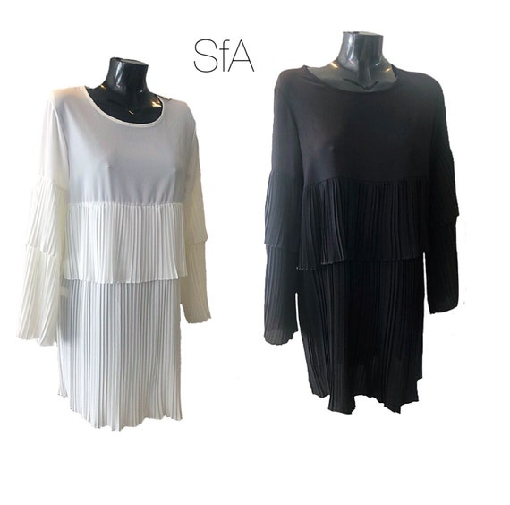 layered pleated tunic, dress, blouse. In black or white. One size fits all.size 10-16 UK